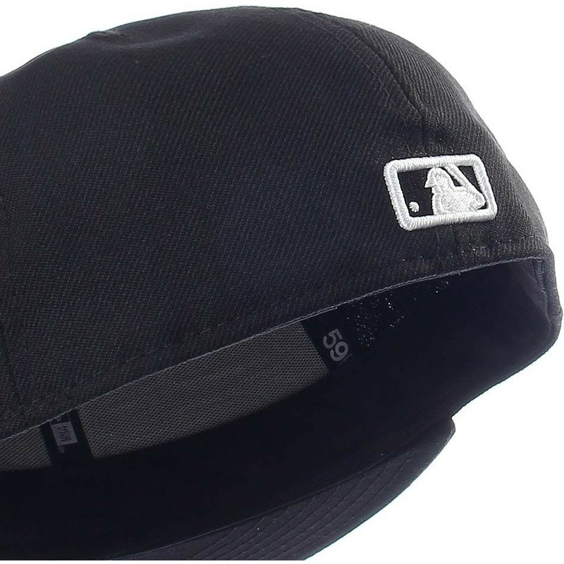 New Era Flat Brim 59FIFTY Essential Boston Red Sox MLB Black Fitted ... fa65b913a7c
