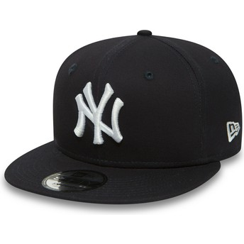 New Era Flat Brim White Logo 9FIFTY Essential New York Yankees MLB Navy Blue Snapback Cap