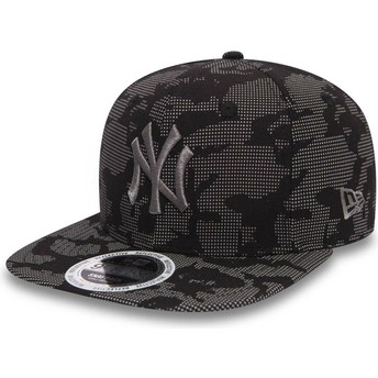 New Era Flat Brim Grey Logo 9FIFTY Night Time Reflective New York Yankees MLB Black Snapback Cap
