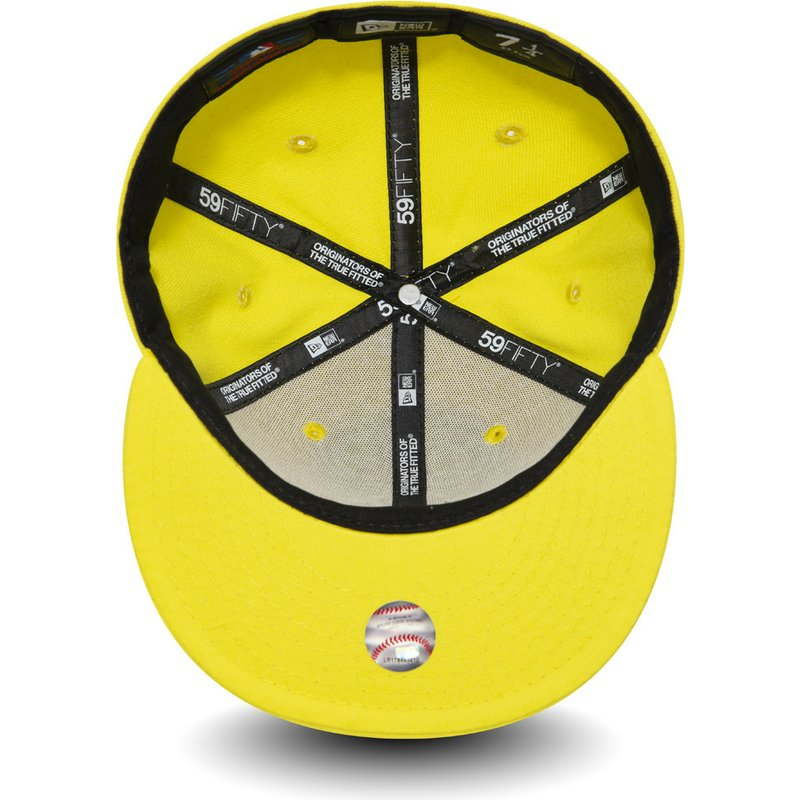 New Era Flat Brim 59FIFTY Essential New York Yankees MLB Yellow Fitted Cap   Shop Online at Caphunters 6fbfaf3a168