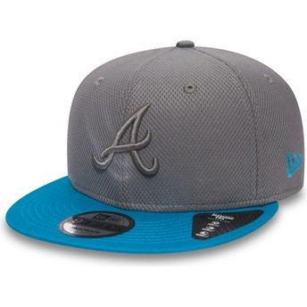 New Era Flat Brim 9FIFTY Essential Diamond Era Atlanta Braves MLB Grey Snapback Cap with Blue Visor and Grey Logo