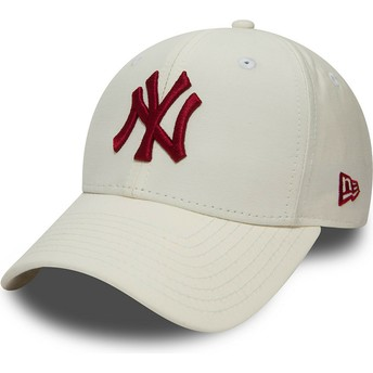 New Era Curved Brim Maroon Logo 9FIFTY Nylon Pre Curved Fit New York Yankees MLB White Snapback Cap