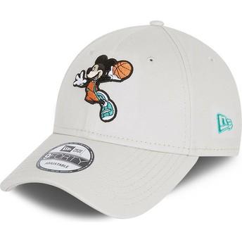 Gorra curva blanca ajustable 9FORTY Character Sports Mickey Mouse Basketball Disney de New Era